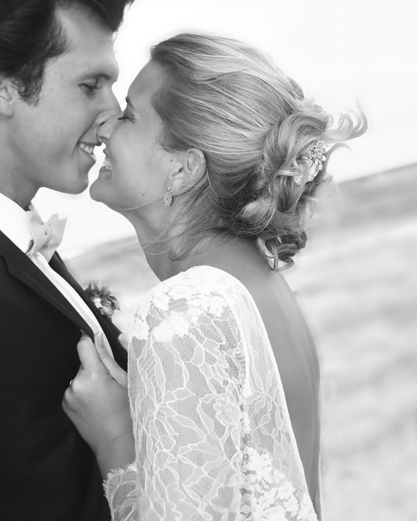 Photo de couple en noir et blanc lors du mariage de M&G en Guadeloupe