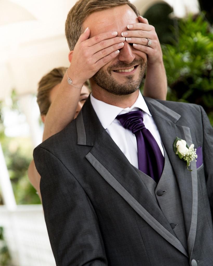 Photo avant la découverte de la mariée par son futur époux lors du mariage de J&P en Guadeloupe