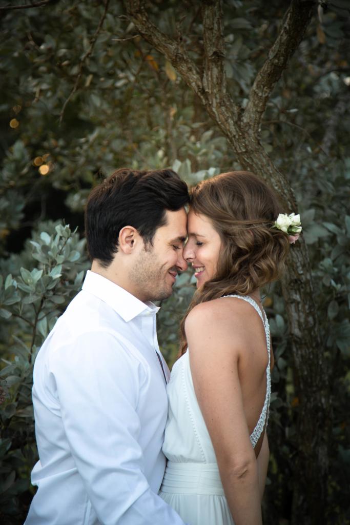 Photo de couple lors de leur soirée de fiançailles
