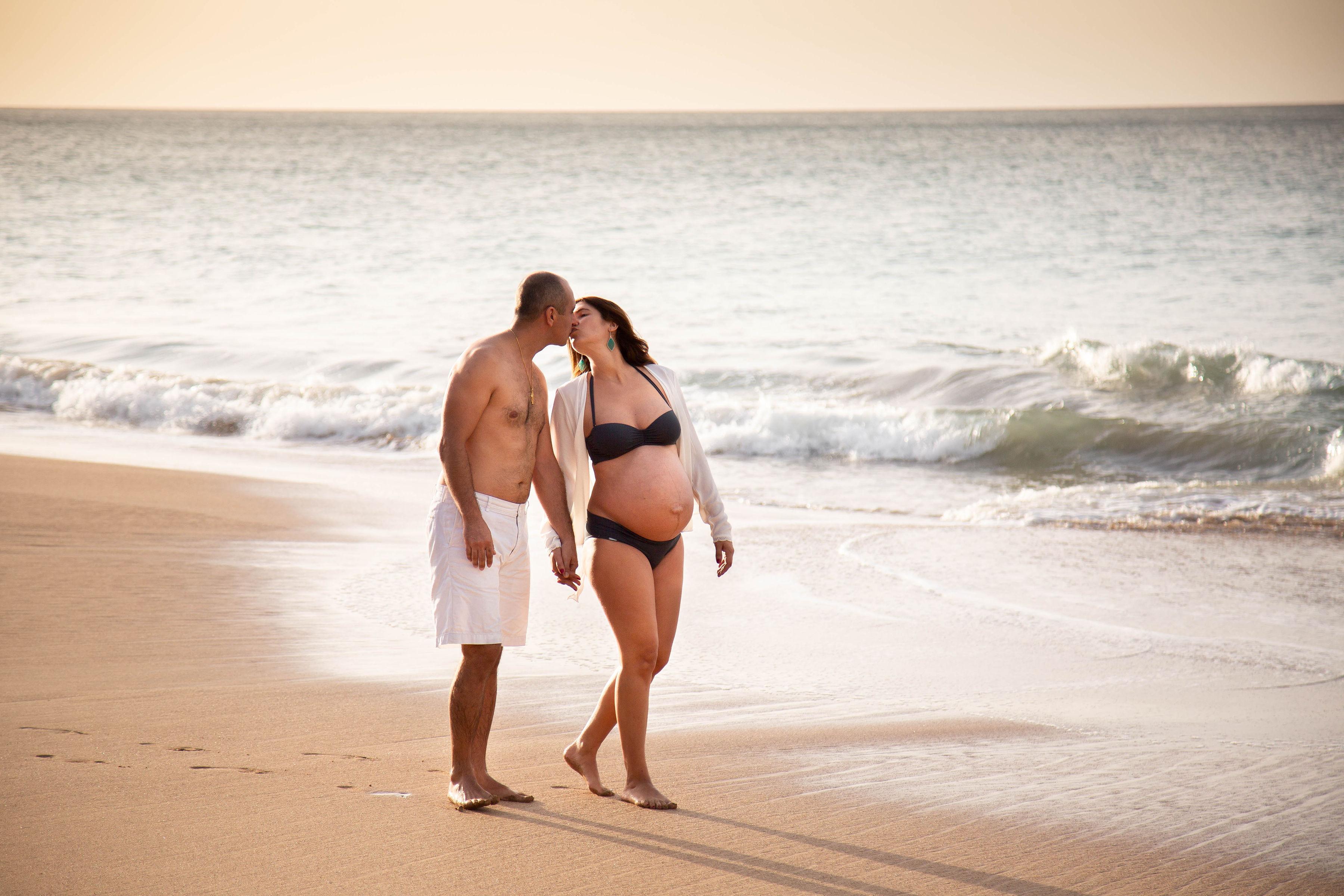 Shooting de grossesse sur la plage
