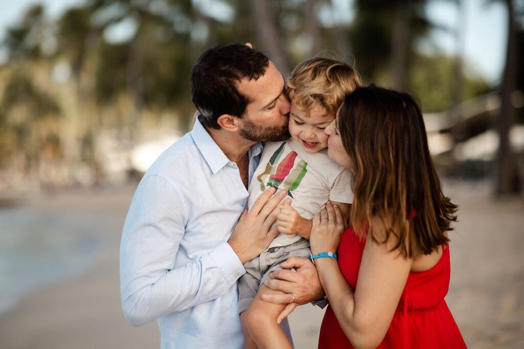 Photo de famille à la plage du Club med en guadeloupe